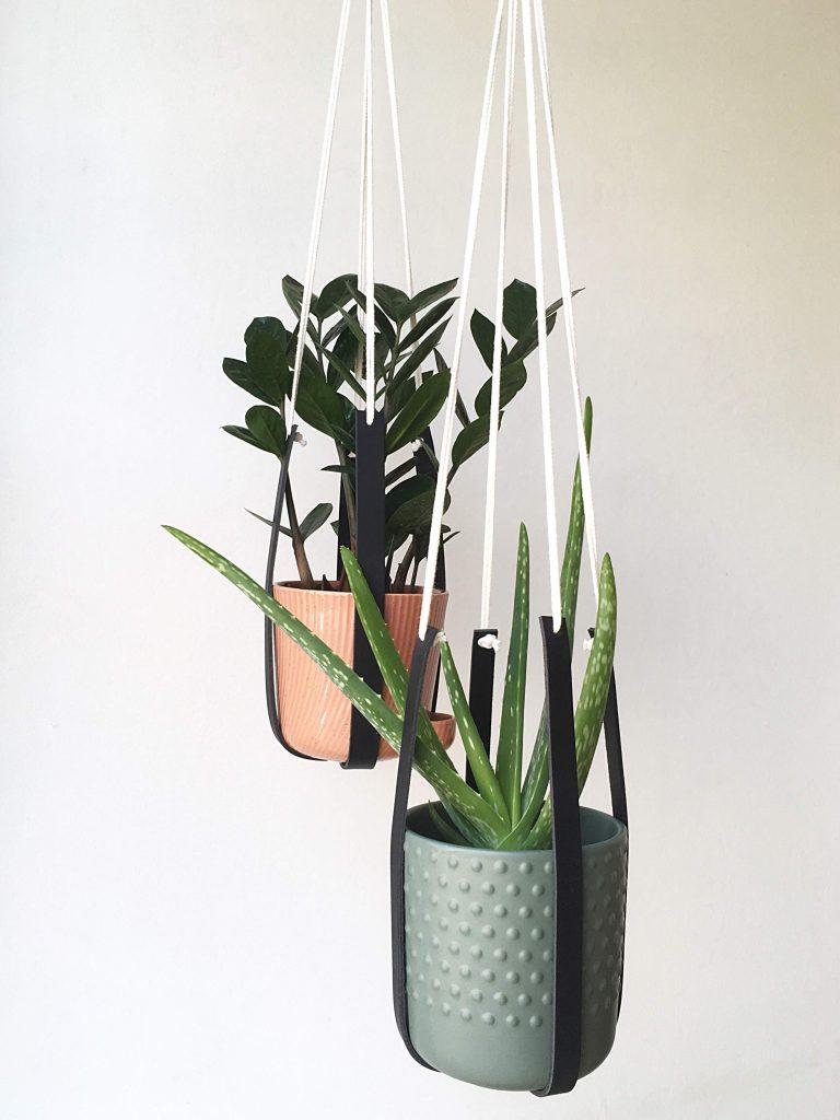 Plantenhanger leer zwart 1